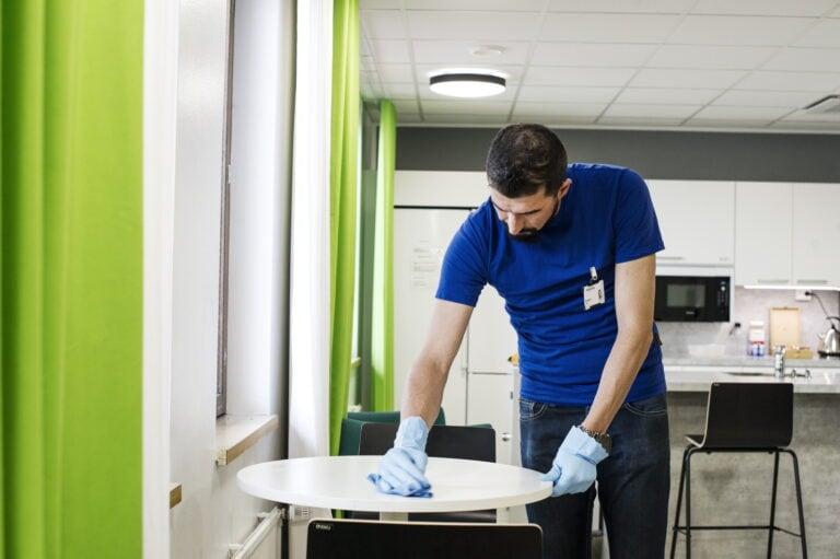 Mihin kiinnittää huomio toimiston siivouksessa pandemia-aikana?